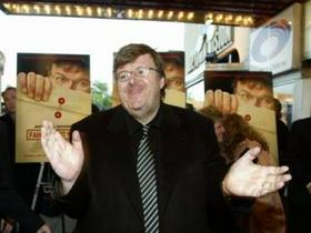 Michael Moore pred premiero filma Fahrenheit 9/11 v ZDA.
