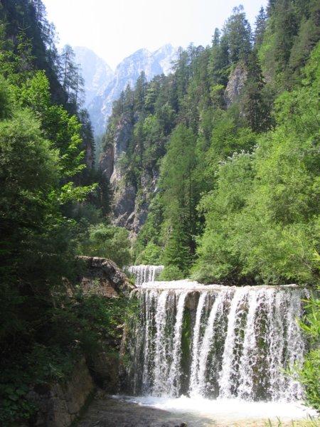 Proti Martuljkovim slapovom
